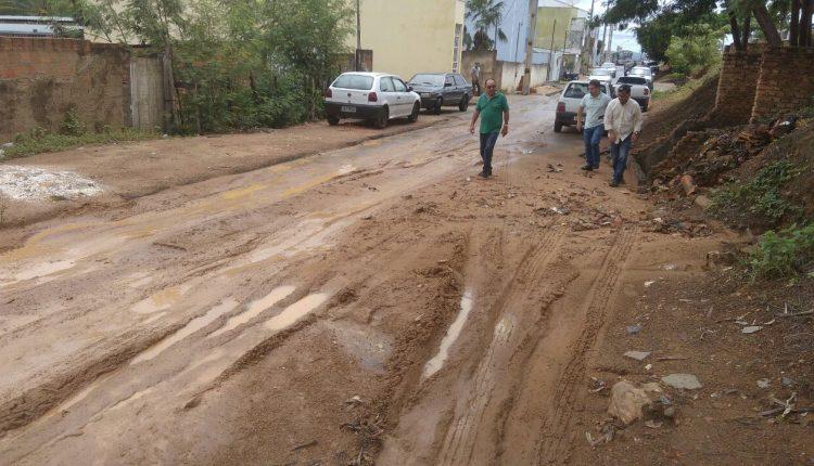Prefeitura faz vistorias em ruas atingidas pelas chuvas