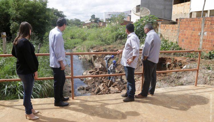 Prefeitura inicia obras de contenção em rio da rua Vereadora Zélia Teles