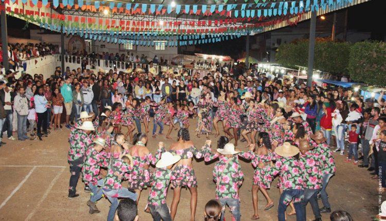 Anarriê Caetité encerrou os festejos juninos com uma linda mostra de quadrilhas