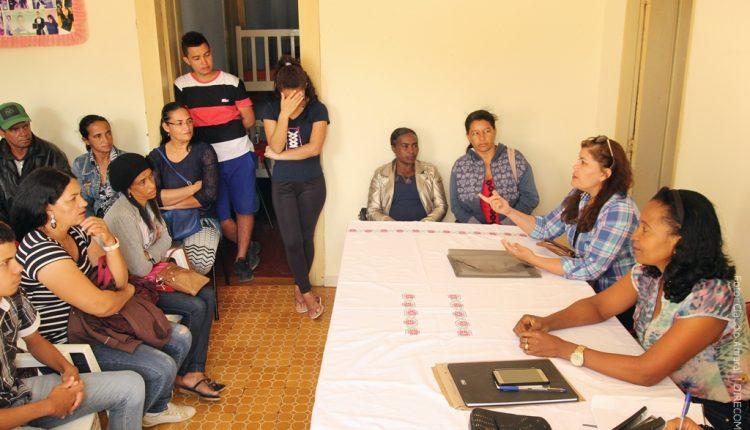 Pais e alunos participam de reunião na Casa do Estudante