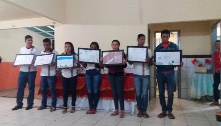 Escola Clemente de Castro realiza sarau literário da EJA