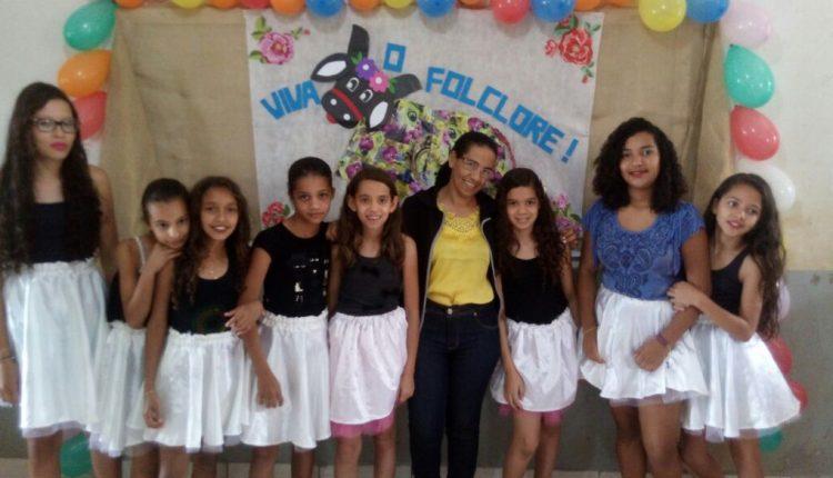 Grupo Escolar Luís Viana Filho comemorou folclore