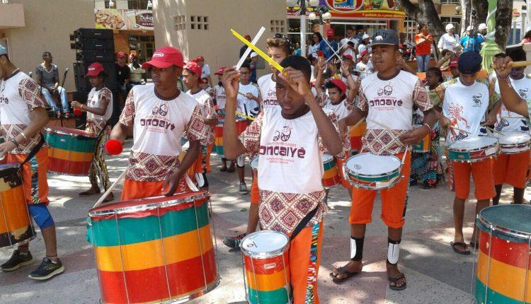 Grupo de Percussão OMOAIYÊ presente na 7ª Caminhada da Inclusão