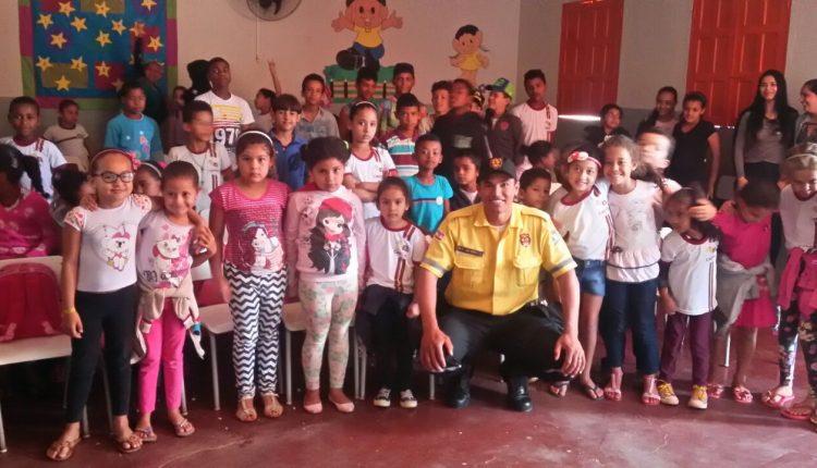 Agentes de Trânsito realizam palestra na escola municipal de Pedra Grande