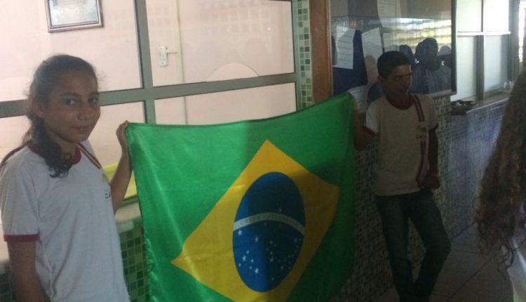 Alunos do Colégio Zelinda e Nunila participam de Semana da Pátria