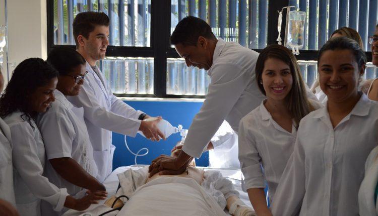 Enfermeiros e Técnicos de enfermagem participam de capacitação com o tema reanimação cardiopulmonar