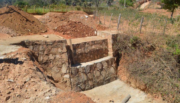Prefeitura de Caetité realiza obras de contenção e drenagem das águas da chuva na Comunidade de Forquilha