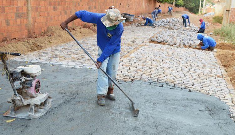 Governo Participativo está realizando o calçamento da Rua José Bonifácio Sobrinho