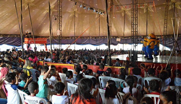 Centenas de crianças participam de espetáculo circense em Caetité