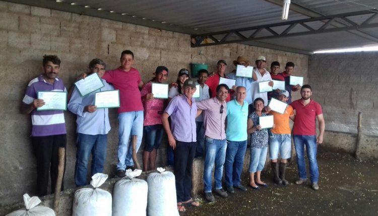 Secretaria de Desenvolvimento Econômico realiza formação com produtores rurais na Comunidade de Curral Velho