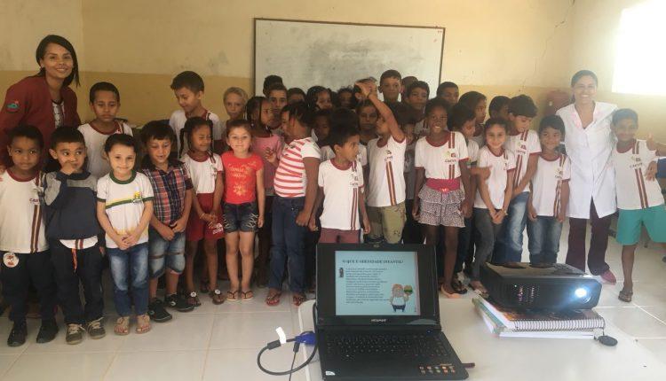 UFS de Cercado realiza palestra com alunos da escola da comunidade