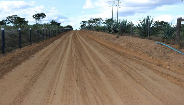 Prefeitura de Caetité realiza melhorias em estradas vicinais do município