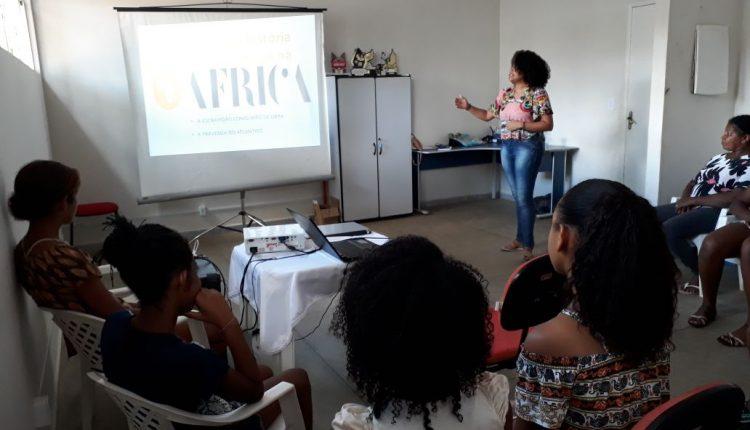 Projeto 'Arte e Eu' inicia oficina sobre a História dos Negros no Brasil com alunas do projeto