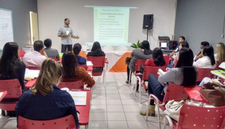 Gestor do Bolsa Família de Caetité ministra capacitação do programa em Itapetinga
