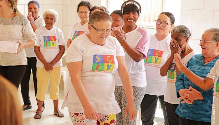 CRAS Urbano e Alpha Vestibular e Cursos realizam atividade com idosos
