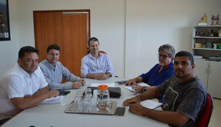 Prefeito Aldo Gondim recebe o sindicato dos servidores públicos em reunião