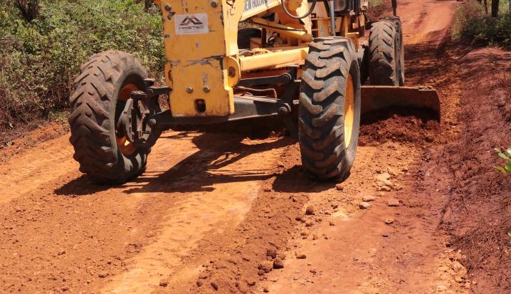 Prefeitura de Caetité executa serviços de melhorias em estradas da região da comunidade do Anguá