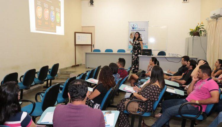 Palestra sobre como criar presença empresarial no Google, Facebook e Instagram foi realizada em Caetité