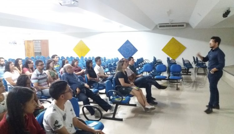 Sala do Empreendedor realiza palestra sobre franquias