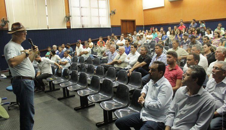 Prefeitura de Caetité capacita produtores sobre plantio intensivo da palma