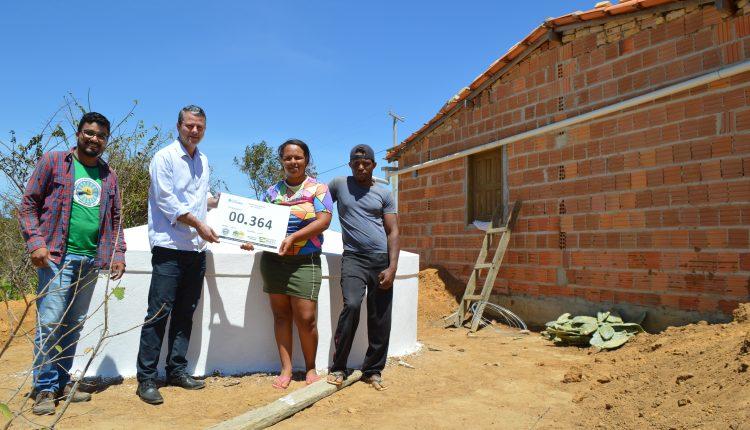Prefeitura realiza entrega de cisternas na zona rural de Caetité