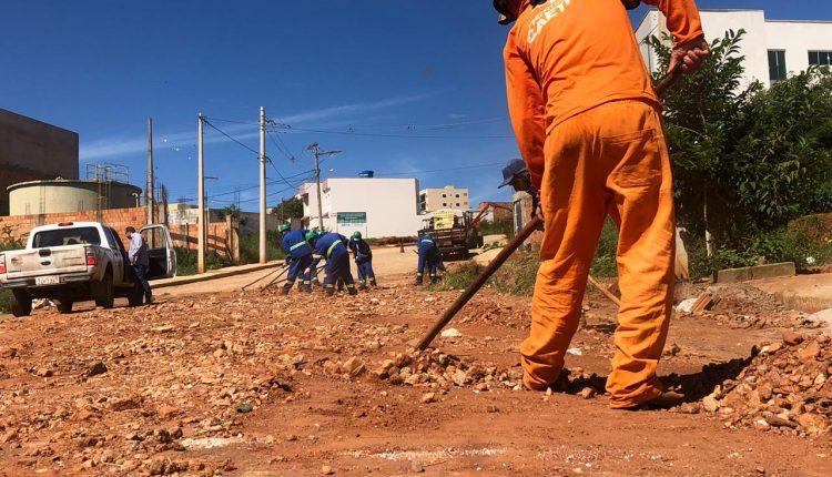 Prefeitura de Caetité inicia ação para limpeza de vias públicas nas entradas da cidade