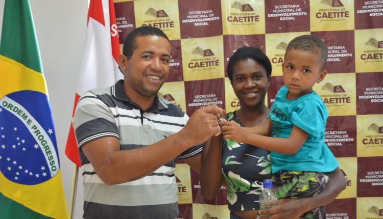 Prefeitura entrega chaves do residencial Minha Casa Minha Vida a 12 famílias
