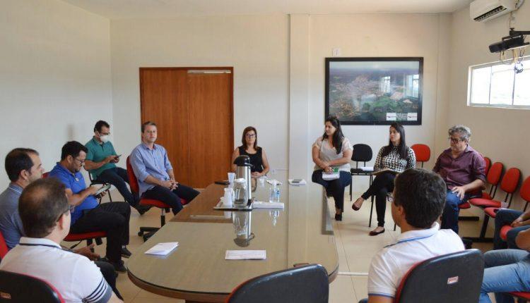 Caetité: Executivo municipal se reúne com CDL e FIOL sobre ações de combate ao coronavírus