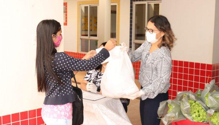 Secretaria de Educação inicia distribuição de kits da merenda escolar